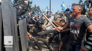 More Than 100 Ukraine Police Injured in Clashes With Protesters in Kiev | Mashable News