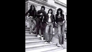Ramones - First show in England 35 Years Ago