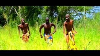 Os Titans homenagem a Djaakas mbole mbole na yona