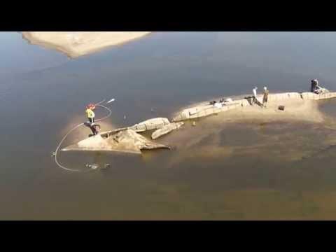 Eksploracja wraków statków na Wiśle w okolicach Bobrownik – ujęcia z drona