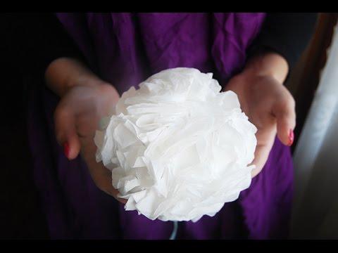 Cмотреть видео онлайн Оригинальный помпон из салфеток | Декор праздника