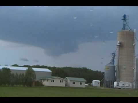 Supercell Thunderstorm and Wall Cloud near Jewell, Iowa, (6-1-2010)