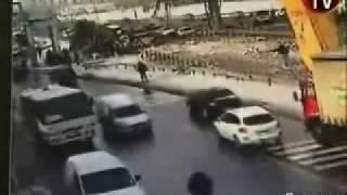 Grain Truck hits pedestrian bridge in istanbul Turkey