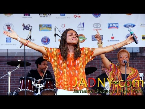 Carlene Davis @ Fun in the Son 2013 (Full Video)