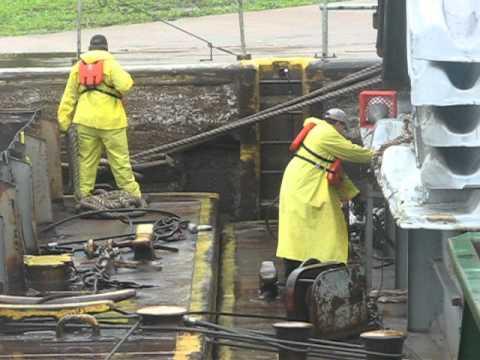 April&MAY4 2012 unlashing barges Postlock.AVI