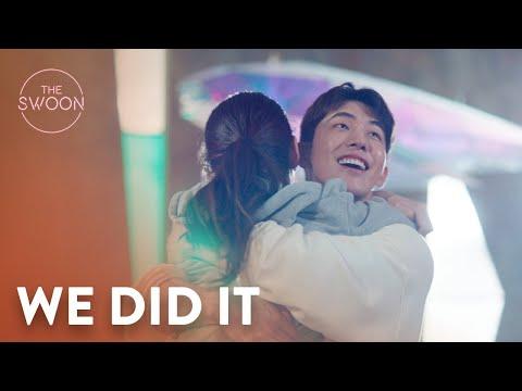 Suzy leaps into Nam Joo-hyuk's arms in celebration | Start-Up Ep 5 [ENG SUB]