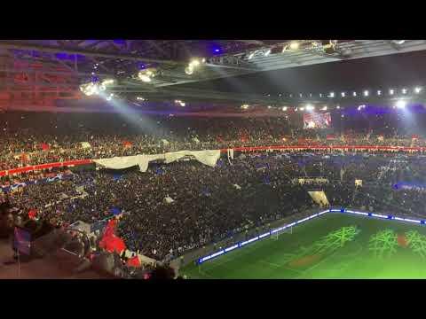 OL - Barça : le tifo géant des Lyonnais