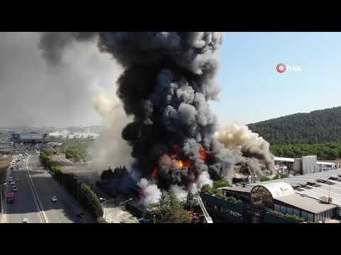 Tuzla'da Polyester Fabrikası Alev Alev Yandı