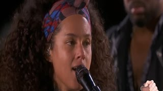 Video Alicia Keys - No One - Live on Times Square New York mit deutschen und englischen  Songtext download MP3, 3GP, MP4, WEBM, AVI, FLV Agustus 2018