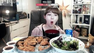 교촌살살치킨+블루베리재배샐러드 야식먹방!!! 슈기♬ Mukbang