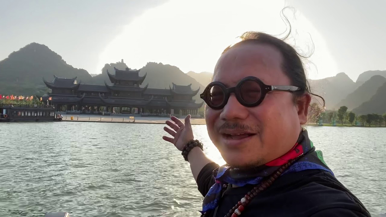 Trần Mạnh Tuấn và gia đình thăm Ngôi Chùa lớn nhất Đông Nam Á.