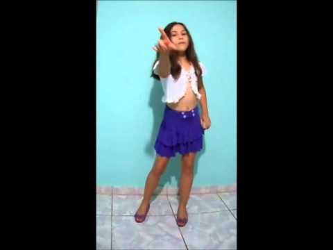 Jéssica dançando show das poderosas