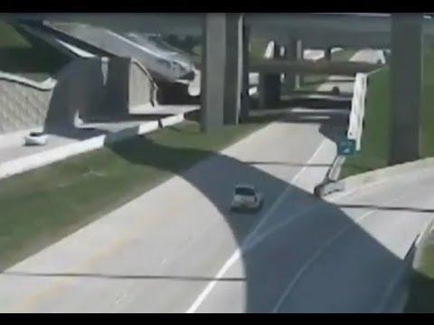 Fatal Semi-Truck 18 wheeler accident In Grand Prairie, Texas.