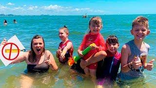 REGRAS DE CONDUTA para CRIANÇAS na praia Rules of Condut for Children 👮 Laurinha e Helena