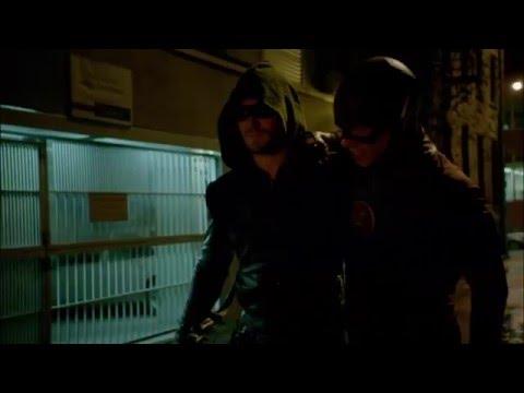 The Flash vs Green Arrow (flecha verde) en español HD