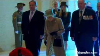 Queen lays wreath at Australian War Memorial