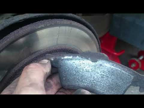Vectra C rear brake pads replacement.