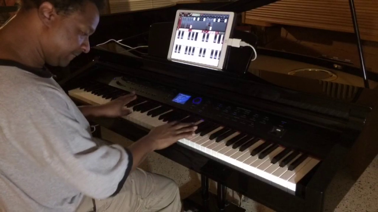 kris nicholson shows how to hook up a ipad to the williams symphony grand digital piano youtube. Black Bedroom Furniture Sets. Home Design Ideas
