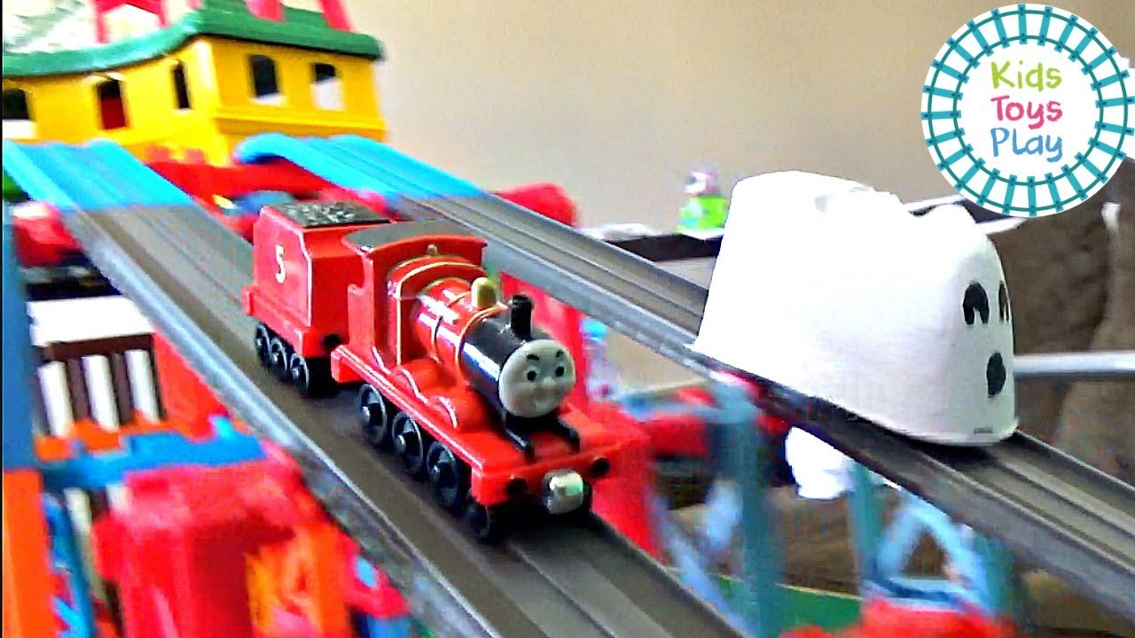 Thomas the Engine Sodor Superstation Speedway Halloween Train Races