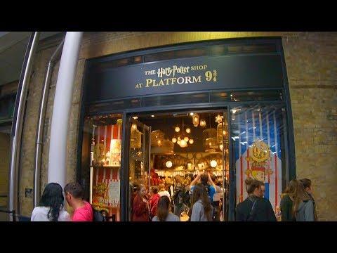⁴ᴷ Inside The Harry Potter Shop at Platform 9¾, King's Cross Station ⚡️ London Store Tour