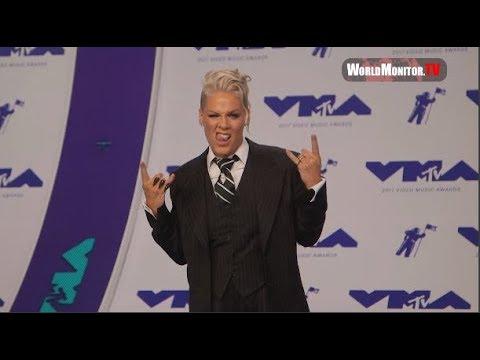 Pink, Willow Sage Hart, Carey Hart 2017 MTV Video Music Awards