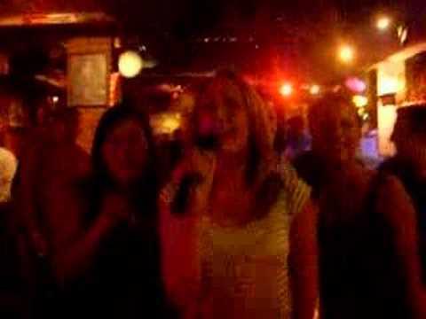 Hobbits do Karaoke