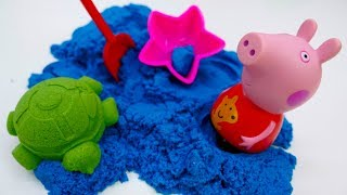 Peppa Pig plays with kinetic sand molds - Kids' video.