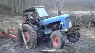 Застрявший трактор