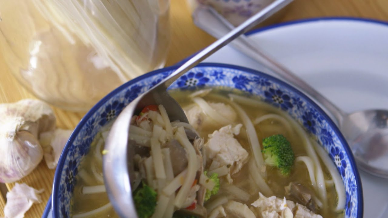 Supervalu real food recipes chicken and veggie rice noodle soup supervalu real food recipes chicken and veggie rice noodle soup youtube forumfinder Choice Image