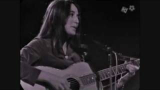 Watch Joan Baez Steal Across The Border video