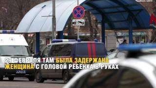 Москвичі несуть квіти та іграшки до станції метро ''Жовтневе поле''