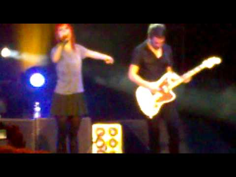 PARAMORE introducing Hot Band members LIVE