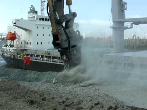 Testate Fresanti Simex TF2000 su banchina del porto - Rotary Cutter SIMEX at work