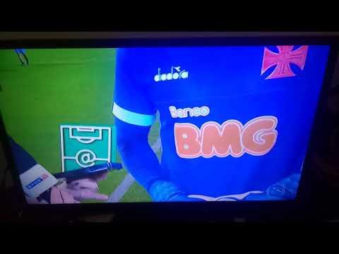 """Após tomar 3 gols, goleiro Sidão do Vasco recebe prêmio de """"Craque do Jogo"""" da Globo."""