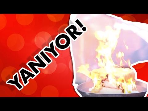 Yangın Battaniyesini Test Ettik: Bu videoda yangın battaniyesi adındaki ürünü test ediyoruz. Özel bir malzemeden üretilen yangın battaniyesi yangın başlangıcında alevin üzerine atılarak söndürmeye yarıyor.  YAPYAP'ın mobil uygulamasını şimdi indirebilirsiniz: ► Android cihazlar: https://goo.gl/F1WvEe ► iPhone ve iPad: https://goo.gl/LjfECj  Mediakraft'ın diğer kanallarındaki eğlenceli videoları izlemek için tıklayın: ► Oha Diyorum: https://www.youtube.com/ohaadiyorum ► Oyun Delisi: https://www.youtube.com/oyundelisi ► BonbonTV https://www.youtube.com/bonbontv  Bizi Facebook'ta takip edin:  ► http://facebook.com/MediakraftTurk