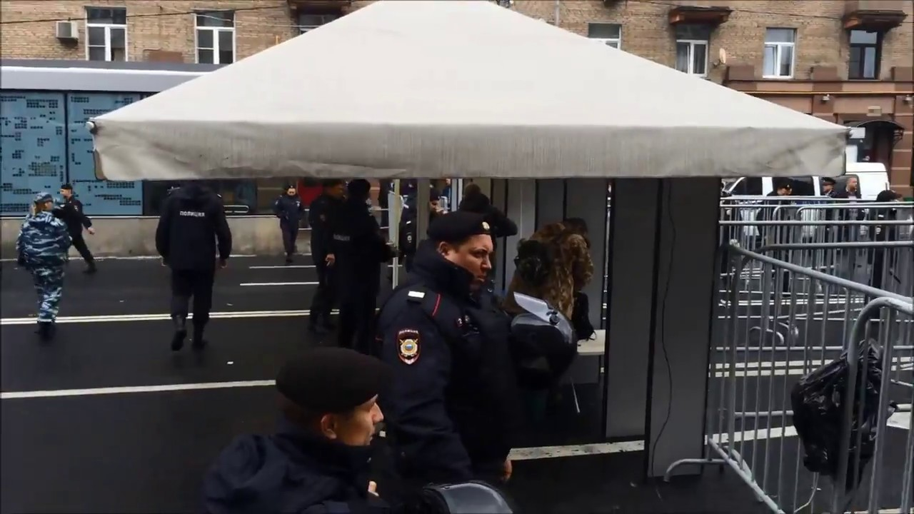 """Отобрать и поделить! В Москве прошел марш """"Антикапитализм"""""""
