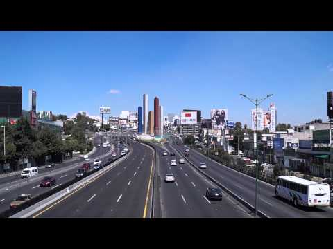 Frente a las Torres de Satélite Edo de México