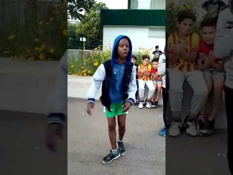 Un enfant essayé de chanter comme Niska...
