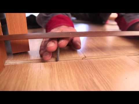 Как закрепить порожек между ламинатом
