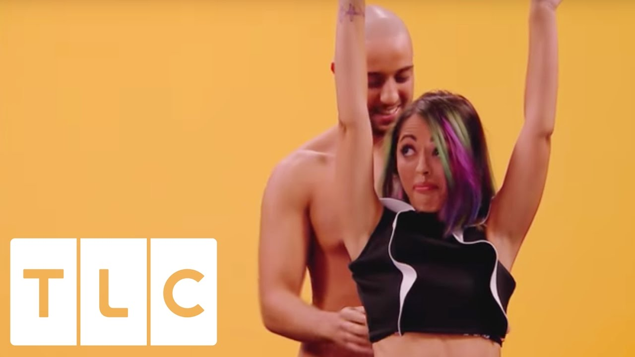 Two Strangers Come On A First Date With A Difference Undressed - Awkward video shows strangers undressing eachother