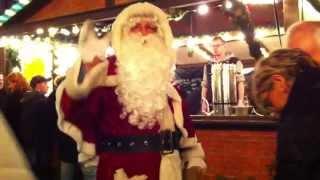 Санта дарит подарки на Рождество в Германии