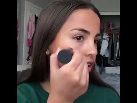 Too young professional makeup artist| she does her makeup Faboulesly|