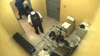 supermercado lider chillan, guardias abusan con agresiones a joven...