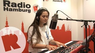 Скачать Jasmine Thompson Old Friends Live Unplugged