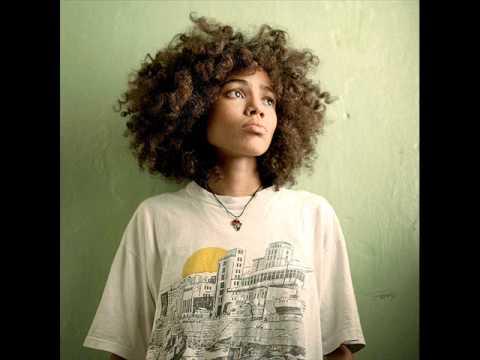 Nneka V.I.P Soul is heavy.wmv