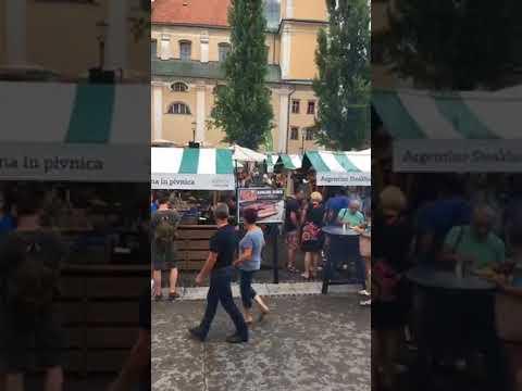 LA PLACE DU VILLAGE a Ljubljana, capitale de la Slovénie..