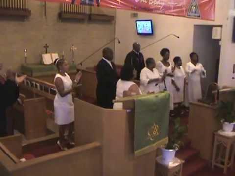 Thomas E. Anderson II, & L.V. Gospel Choir Led The Processional. Give Glory To God Saints. 08-25-13