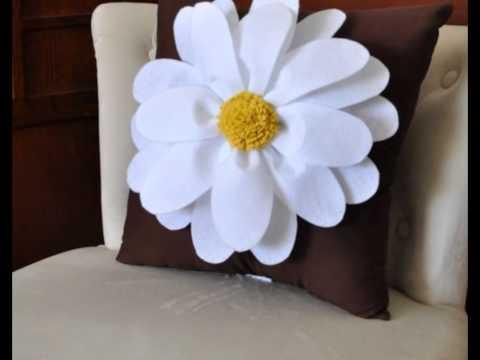 Декоративные подушки с цветами