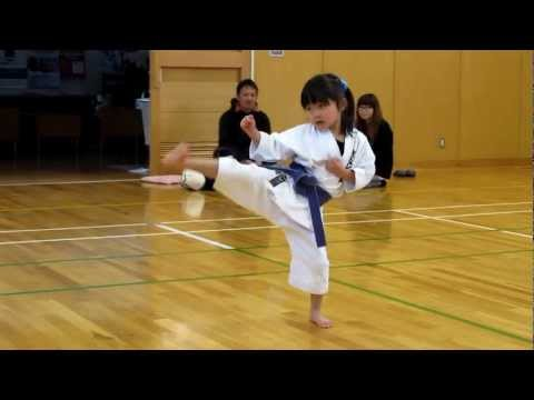Mahiro(5-year-old Girl) Practicing Kihon For Kyu Exam 5歳の女の子、基本練習中