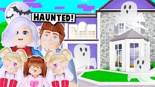 MY NEW FAMILY HOUSE IS HAUNTED ON BLOXBURG! (Roblox)